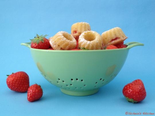 Schnin's Kitchen: Erdbeer-Mini-Gugl
