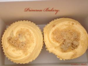 Schnin's Kitchen: Apple-Crumble-Cupcakes mit Vanille-Frosting, Apfelsoße & Zimtstreuseln