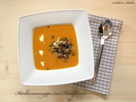 Schnin's Kitchen: Kürbiscremesuppe mit geröstetem Hack