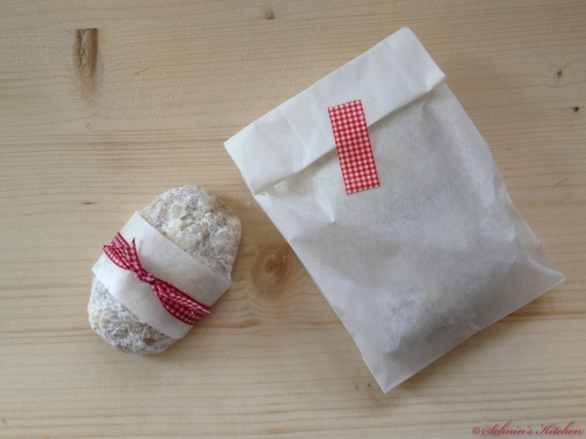 Schnin's Kitchen: Adventswichteln: 2. Mini-Marzipan-Stollen