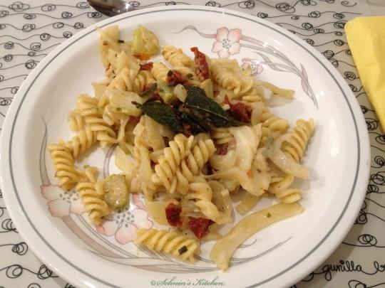 Schnins Kitchen: {Kochkurs} Kochen mit Honig: Nudeln mit Gorgonzola, getrockneten Tomaten & Honig-Salbei