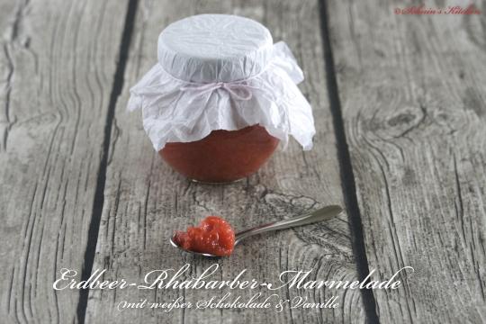 Schnin's Kitchen: Erdbeer-Rhabarber-Marmelade mit weißer Schokolade & Vanille