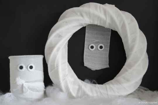 Schnin's Kitchen: {Halloween-DIY} Türkranz & Windlicht: Die Mumien sind los...