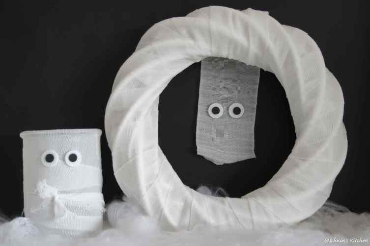 Halloween-DIY Mumien Türkranz & Windlicht