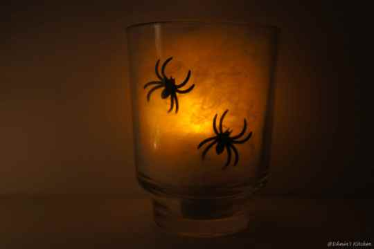 Schnin's Kitchen: {Halloween-DIY} Spinnennetz-Windlichter