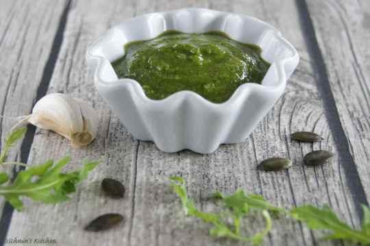Schnin's Kitchen: Kürbiskern-Rucola-Pesto